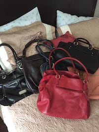 5 slightly used purses all for 25$  Mississauga, L5E 2M6