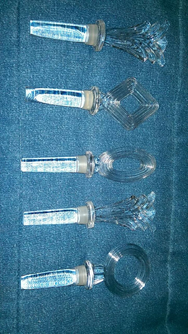 GROUP OF LEAD CRYSTAL STOPPERS 865c3006-6d51-4ebb-88c4-b2dc667c2cdf