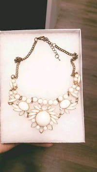 White and Gold Vintage Necklace