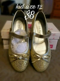 pair of gray leather mary jane shoes with gray box Mercedes, 78570