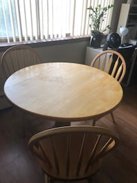 Family dining table  Milwaukee, 53202