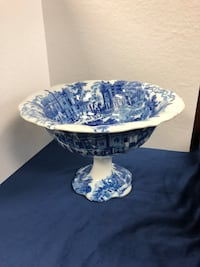 Victorian ironstone porcelain footed bowl  Toronto, M2R 3N1