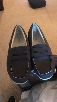 pair of black leather loafers 33 mi