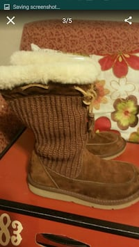Like new UGG SIZE 7 FOR WOMEN  North Las Vegas, 89031