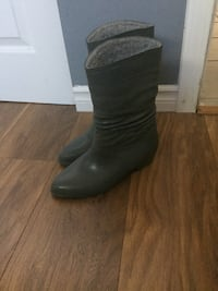 Women's Rain Boot size 9 New Westminster