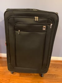 Suitcase(Very high quality and brand, spinner. Clean inside and out) Ellicott City, 21043