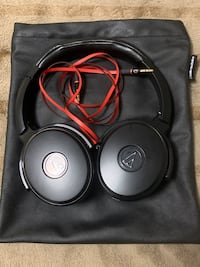 Noise cancelling headphone (Audio Technica)