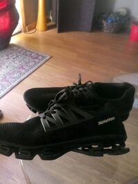 Spgorio running shoes size 12.