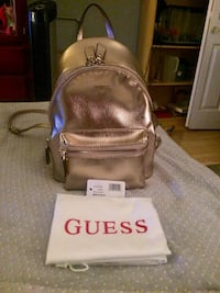 BNWT rose gold guess backpack purse Pitt Meadows, V3Y 1M8