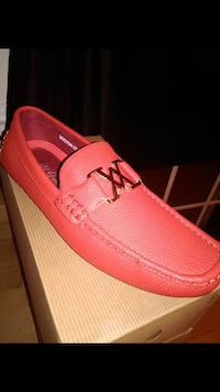 unpaired red and white boat shoe with box 28 km
