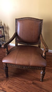 Brown leather padded wooden armchair Bowie, 20721