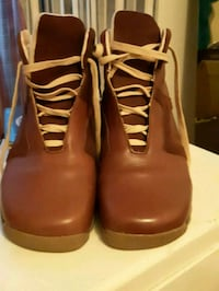 pair of brown leather boots 777 km