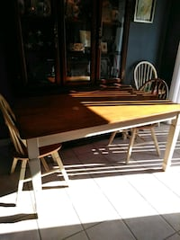Wood table 2 chairs  Lincolnville, 29485