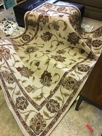 5x7 rug in great condition Solvay, 13219
