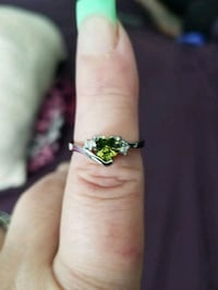 925 STERLING SLIVER PERIDOT HEART  SHAPED RING. I Syracuse, 84075