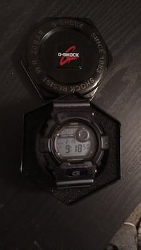 Gshock 3285 grey worn once comes with case  Norwood, 19074