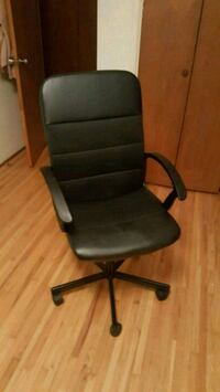 black desk chair  Burnaby, V5B 1P6