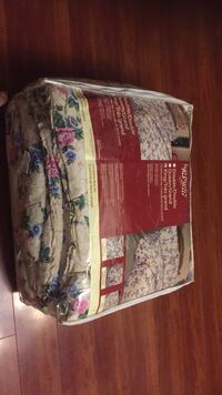 Brand new king size comforter with pillow cases Surrey, V3X 1R6