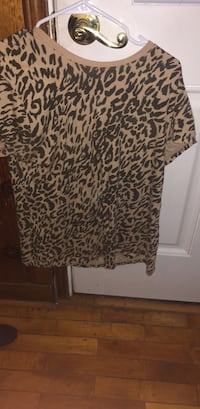 black and white leopard print long-sleeved shirt Gaithersburg, 20878