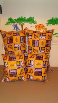 Set of (4) Brand new LAKERS pillows  Cayce