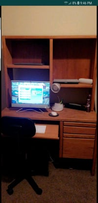 Wood desk in good condition must see