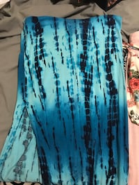 Small tie dye skirt with slit in leg Richland, 99354