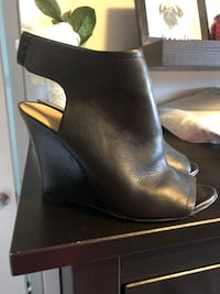 Pair of black leather chunky heeled boots Hamilton, L9A 2N7