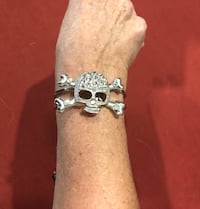 Halloween skull and crossbones bracelet Westminster, 92683