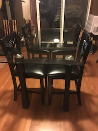 Glass Dining Table and 4 Chairs West Des Moines, 50266
