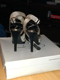 Jessica Simpson black and gold heels Colonia, 07067