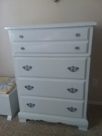 Chest of drawers and dresser matching Meridian