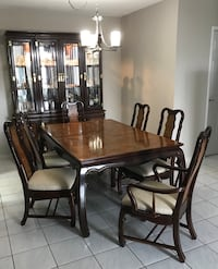 Solid wood extension dining art & hutch with lights