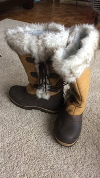 Pair of winter boots excellent cond