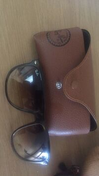 black Ray-Ban wayfarer sunglasses with case Toronto, M4G