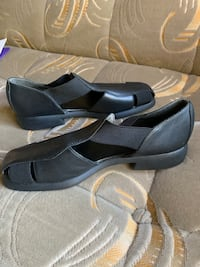 New sandals size 7 1/2