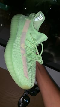 Yeezy 350 glows Los Angeles, 90016