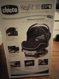 baby's black and white chicco safety seat Stamford, 06902