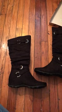 Size 9 boots Niles, 49120
