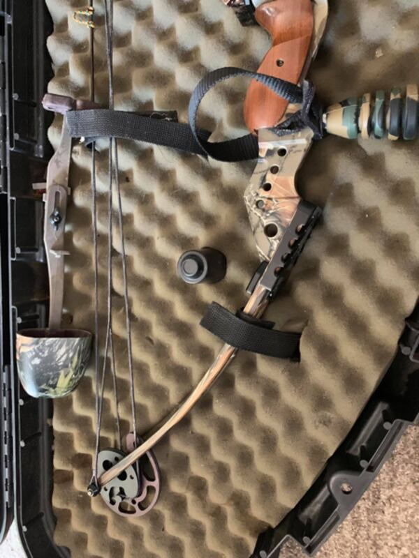 Compound bow with case and adjustable site  1ce25df7-db1b-4e3c-b08e-a014dab70170