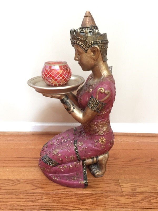 Kneeling Thai Woman Sculpture  f12dac85-a132-44f6-bad5-b638c461787d