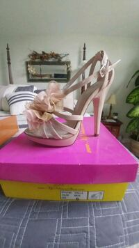 brand new size 6 Swansea, 02777