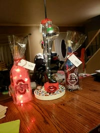 two clear glass candle holders Cleveland, 44135