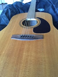 Art and Lutherie spruce guitar made in Canada