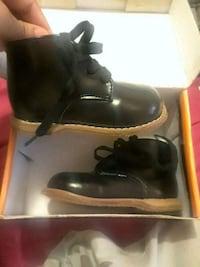 Sz4 1/2 baby walking shoes Capitol Heights, 20743