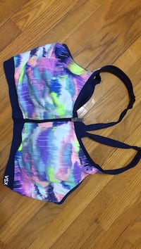 Victoria secret glow in the dark front close sports bra D36 Belleville, K8P 1Z4