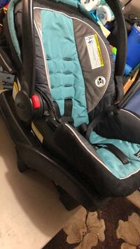 baby's black and gray car seat carrier North Las Vegas, 89031