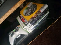 white and gray Xbox 360 controller and game case l 2265 mi