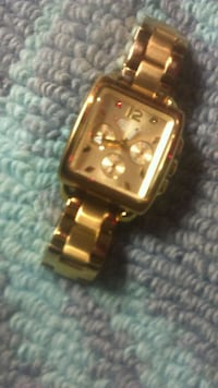 square gold-colored analog watch with link bracelet Winnipeg, R3E 1W8