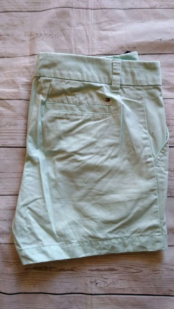 Beautiful Tommy Hilfiger Shorts .. fb56d2d8-adb1-4300-a6bd-c44d71b3df8c