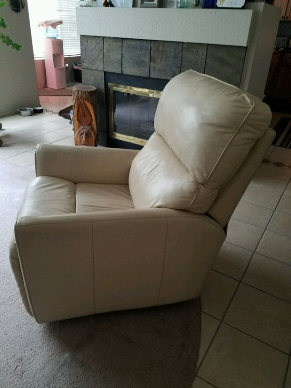 Electric recliner (leather)  4468e948-83c8-4254-b28d-cbbd10058a56